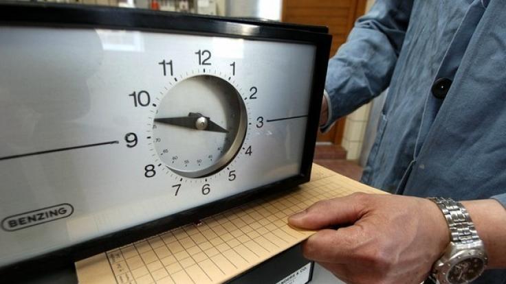Arbeitgebervertreter und Politiker fordern flexiblere Arbeitszeiten. (Foto)