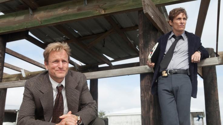 Woody Harrelson und Matthew McConaughey als Detectives Rustin Cohle und Martin Hart. (Foto)