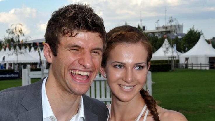 Thomas Müller und Ehefrau Lisa. (Foto)