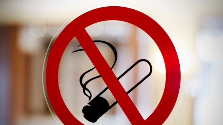 Experten fordern ein Rauchverbot für alle öffentlichen Einrichtungen.