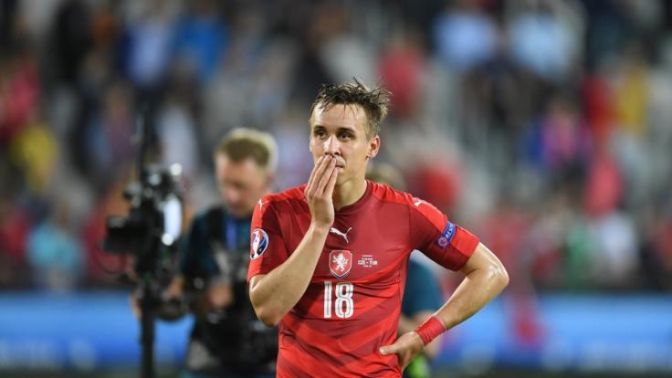 Die Fußball-Welt trauert um Josef Sural. (Foto)