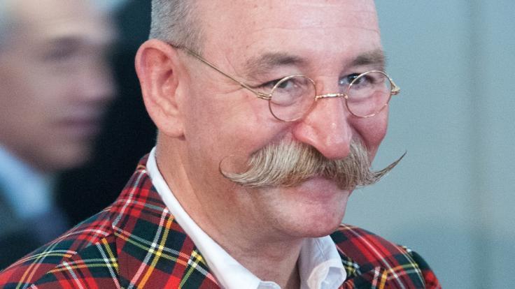 So wie auf diesem Bild sieht Horst Lichter nicht mehr aus: Der Moderator hat eine neue Bartfrisur. (Foto)
