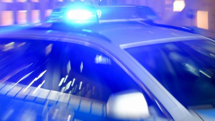 Ein Mann hat in Düsseldorf auf der Straße eine Frau tödlich verletzt.