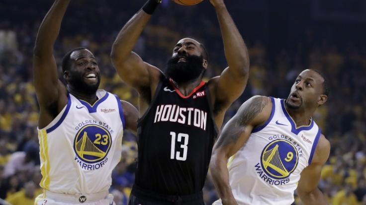 Die Houston Rockets um James Harden (Mitte) mussten sich in den NBA Playoffs 2019 den Golden State Warriors geschlagen geben. (Foto)