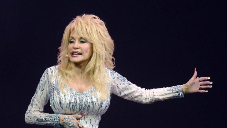Dolly Parton überrascht nicht nur ihren Mann als Playboy-Bunny. (Foto)