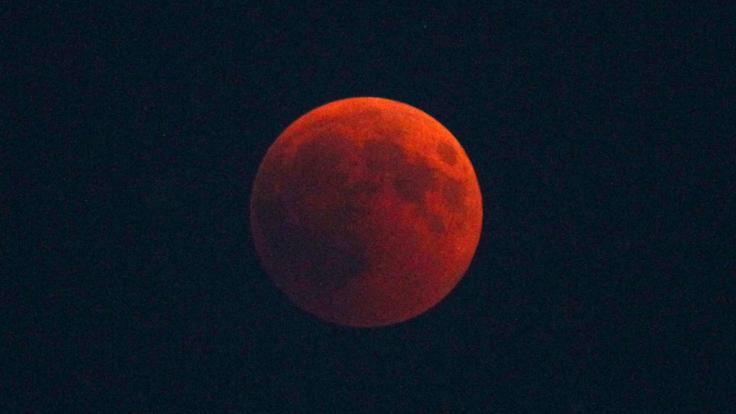 Blutrote Mondfinsternis verdunkelt die Nacht! (Foto)