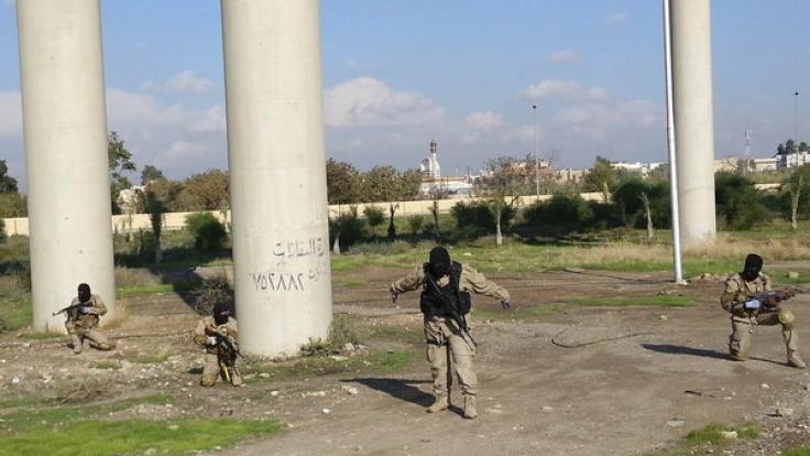 IS-Kämpfer im irakischen Mossul - dort fand die Säurebad-Hinrichtung statt. (Foto)