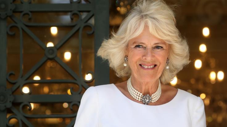 Camilla Parker-Bowles ließ es sich in den Ferien auf Sardinien gutgehen. (Foto)