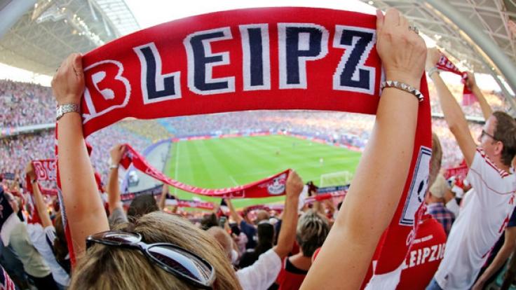 RB-Leipzig-Fans im ausverkauften Leipziger Stadion. (Foto)