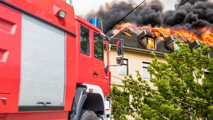 In Neunkirchen wurden die Leichen eines Lehrerpaares nach einem Hausbrand gefunden. (Symbolfoto)