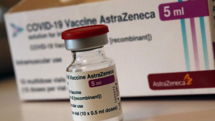 Die EMA will am Donnerstag darüber entscheiden, wie es mit dem Astrazeneca-Impfstoff weitergeht. (Foto)