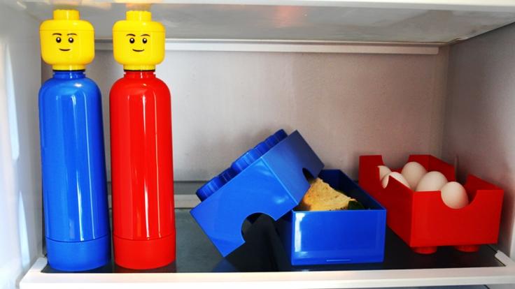 Die LEGO-Trinkflaschen machen in jedem Haushalt eine gute Figur und halten den Durst in Schach.