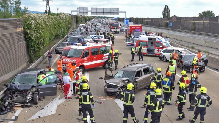 Auf der A 31 bei Leer ist ein Transporter in ein Stauende gefahren. Ein Mann ist gestorben. (Symbolfoto)