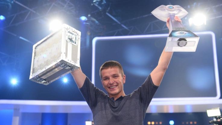 Hat gut lachen: Aaron Troschke heimste bei Promi Big Brother 2014 den Sieg und damit 100.000 Euro in bar ein. (Foto)