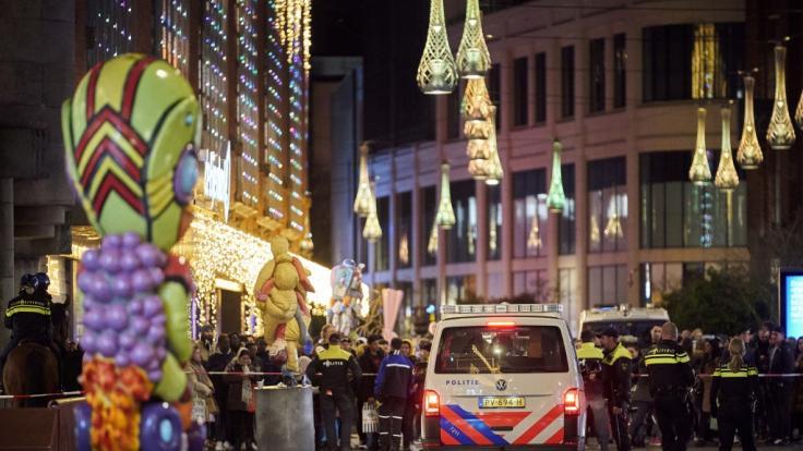 In Den Haag ging ein Mann mit einem Messer auf Passanten los. (Foto)
