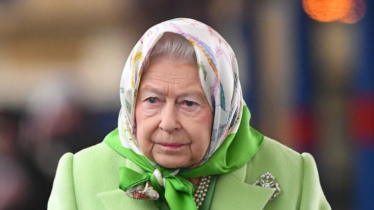 Queen Elizabeth hat genug von Touristen vor ihrer Haustür. (Foto)