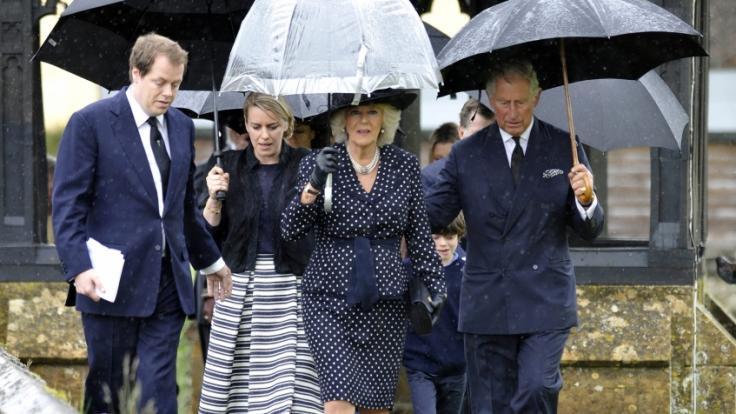 Herzogin Camilla mit Tom Parker Bowles und Laura Lopes, ihren beiden Kindern aus erster Ehe, und Prinz Charles. (Foto)