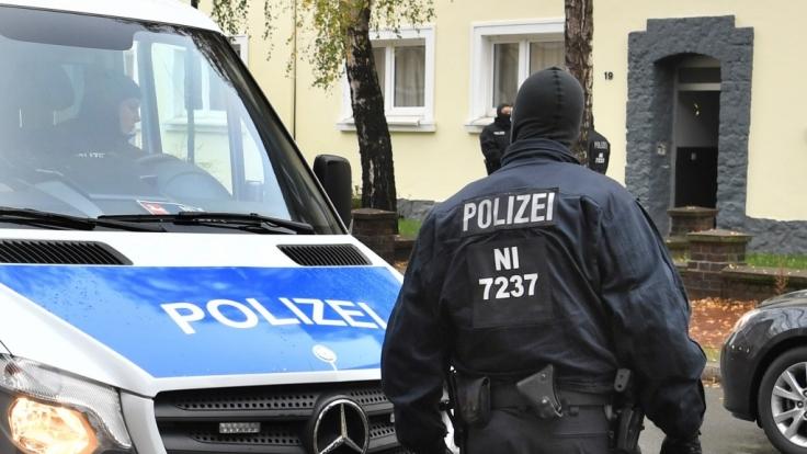 Die Polizei in Niedersachsen nimmt im November 2016 fünf IS-Verdächtige fest. (Foto)