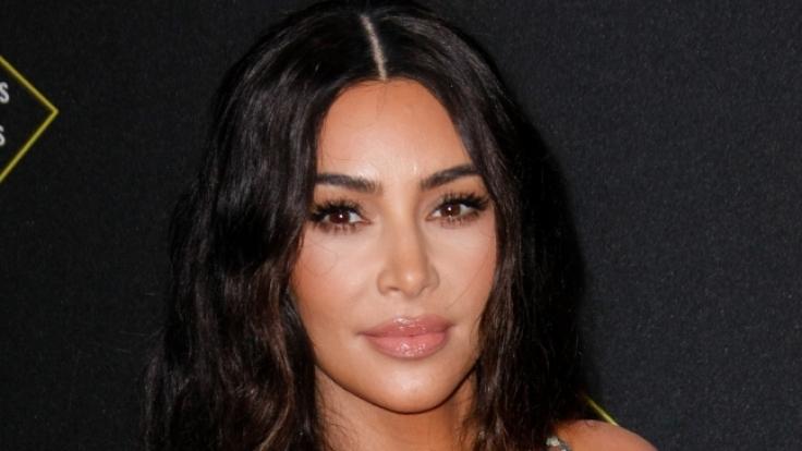 Kim Kardashian gönnt sich aktuell eine Auszeit am Strand. (Foto)