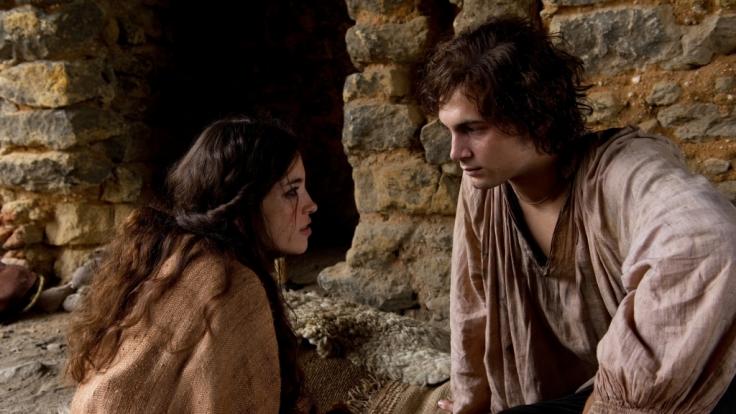 Richard (Samuel Schneider) hat sich in dieZigeunerin Saviya (Helen Woigk) verliebt. (Foto)
