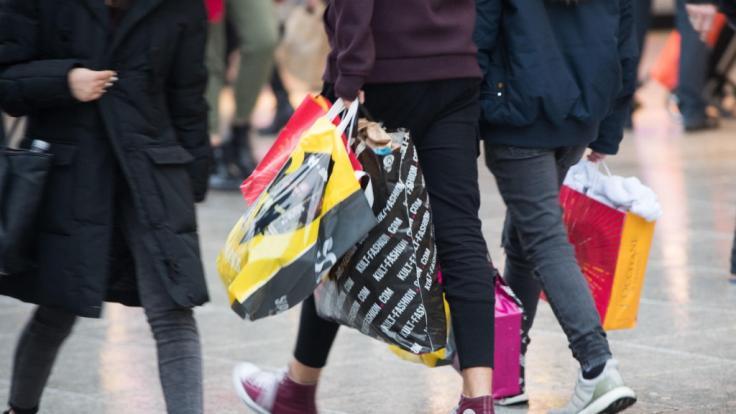 In verschiedenen Städten und Gemeinden können Sie auch am Wochenende shoppen. Wir verraten Ihnen, wo das der Fall ist.