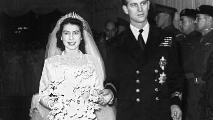 09276cad73af7 Prinzessin Elizabeth und Prinz Philip gaben sich am 20. November 1947 das  Ja-Wort