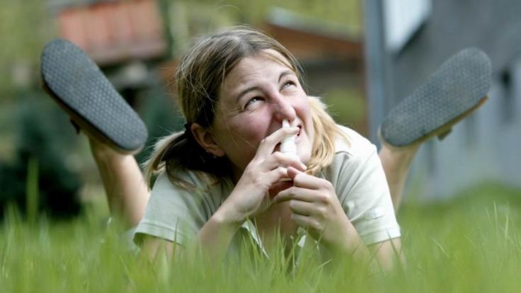 Abschwellende Nasensprays pusten schnell die Nase frei. Die Gefahr abhängig ist werden ist allerdings hoch. (Foto)