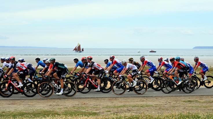 Auf der ersten Etappe der 108. Tour de France ist es zu einem schweren Massencrash gekommen. (Foto)