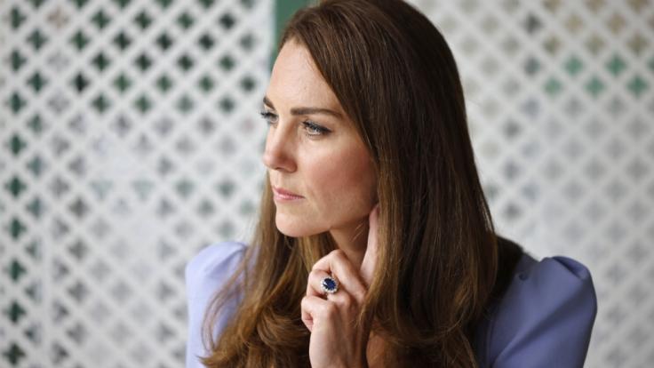 Ob Herzogin Kate hier gerade über die wüsten Gerüchte nachdenkt, die die Klatschpresse über sie verbreitet? (Foto)