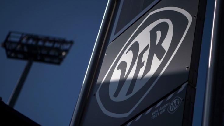 Stolz prangt das Wappen des VfR Aalen über dem Heimstadion des Vereins. (Symbolbild) (Foto)