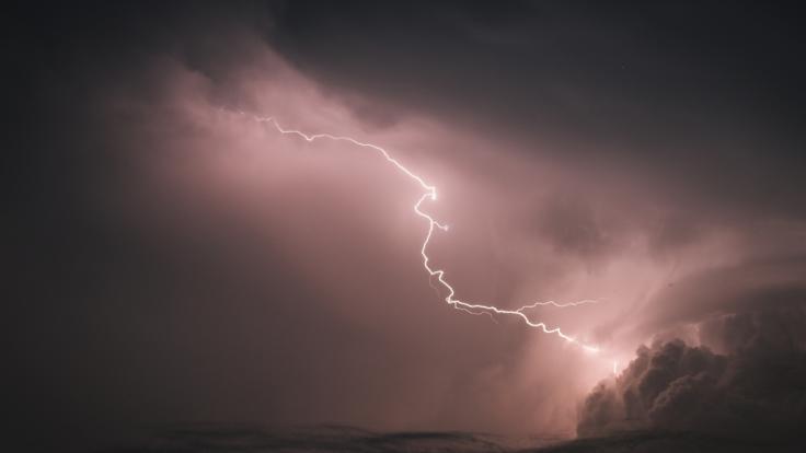 Am Wochenende drohen Deutschland heftige Gewitter.