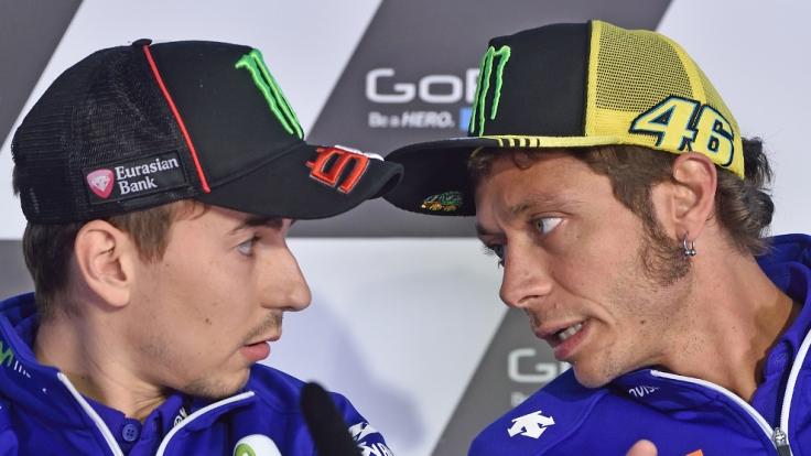 Jorge Lorenzo (links) und Valentino Rossi - Teamkollegen bei Yamaha und Konkurrenten um den WM-Titel 2015. (Foto)