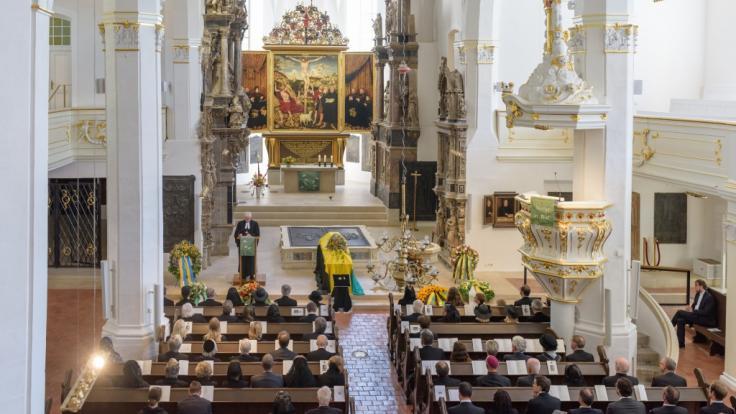 Pfarrer Axel Kramme spricht während der Trauerfeier für Georg-Constantin Prinz von Sachsen-Weimar-Eisenach in der Stadtkirche St. Peter und Paul, auch als Herderkirche bekannt. (Foto)
