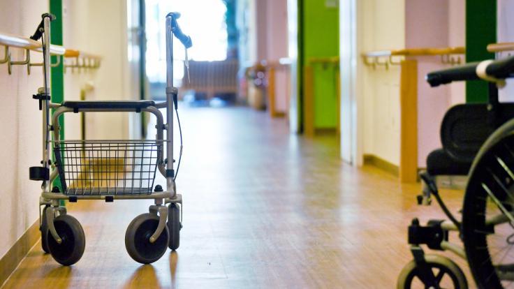 In einem französischen Altersheim soll eine 102 Jahre alte Frau eine 92-jährige Mitbewohnerin getötet haben (Symbolbild). (Foto)