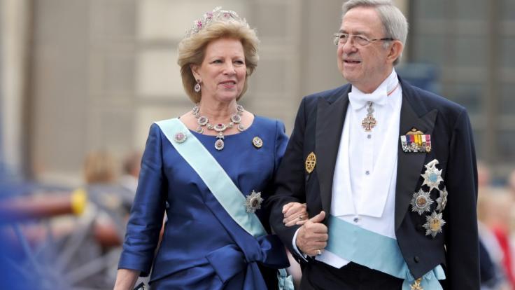 Königin Anne-Marie von Griechenland und Ex-König Konstantin II. von Griechenland bei der Hochzeit der schwedischen Prinzessin Victoria im Sommer 2010. (Foto)