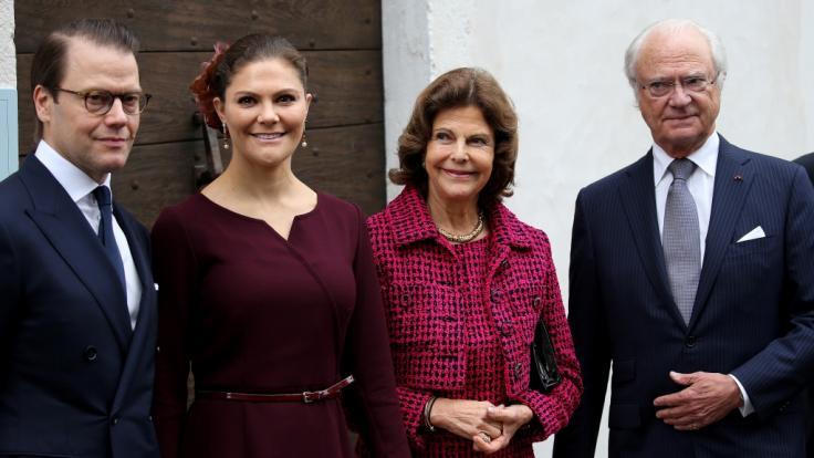Kronprinzessin Victoria von Schweden strahlt mit ihrem Ehemann Prinz Daniel, ihrer Mutter Königin Silvia und ihrem Vater Carl XVI. Gustaf von Schweden um die Wette. (Foto)
