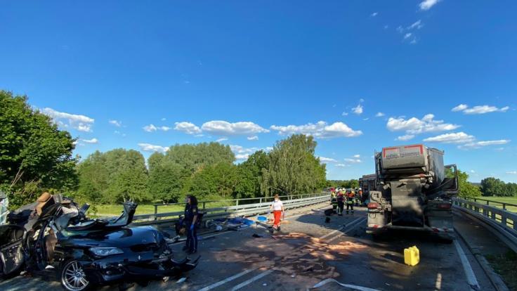 Am Dienstag ereignete sich in der Nähe von Reichertshofen (Bayern) ein tödlicher Autounfall. (Foto)