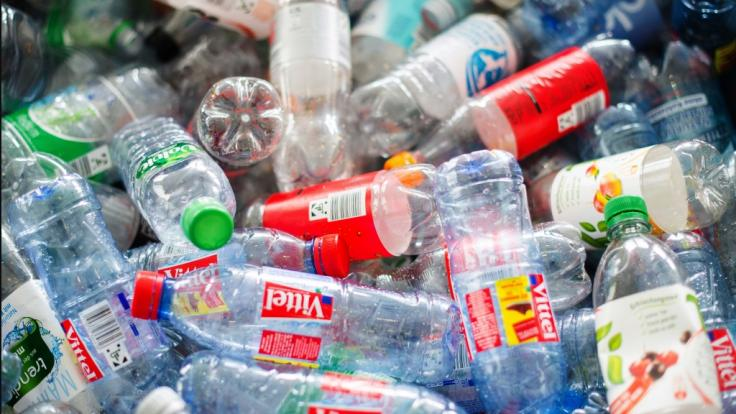 Verbraucher müssen nun für weitere Getränke Pfand zahlen. (Foto)