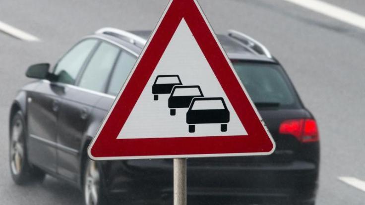 In Baden-Württemberg sowie Luxemburg und in Teilen Österreichs enden die Sommerferien. Das könnte vor allem im Süden Deutschlands für volle Autobahnen sorgen.