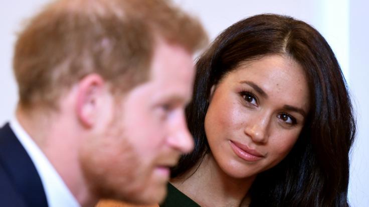 Alles unter Kontrolle? Meghan Markle soll ihren Ehemann Prinz Harry fest im Griff haben. (Foto)