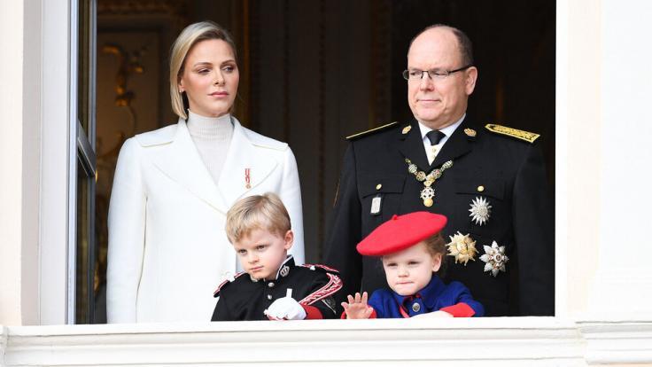 Grüße vom Palastbalkon: Prinz Jacques und Prinzessin Gabriella winken dem Volk. (Foto)