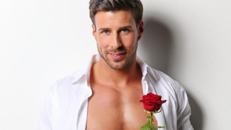 Der Bachelor Leonard Freier muss noch einige Rosen verschenken, bis zur Traumfrau. (Foto)