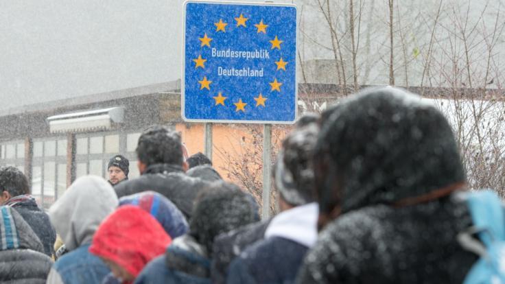 Offenbar wurden Tausende Hinweise auf Kriegsverbrechen von Asylbewerbern in Deutschland von den Behörden ignoriert (Symbolbild).