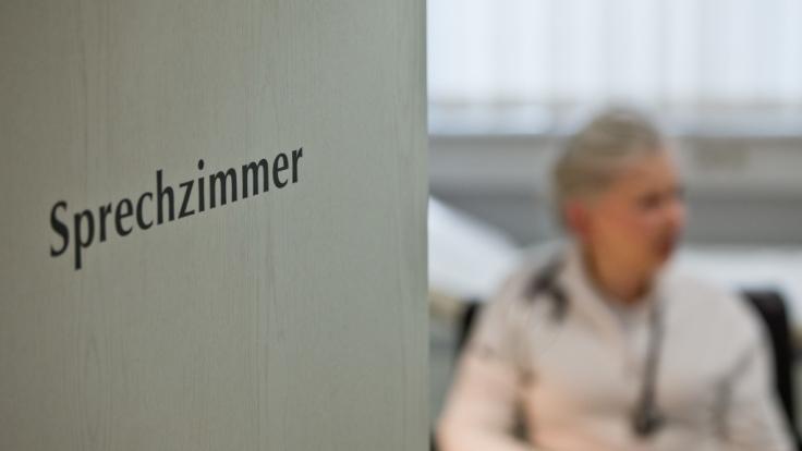 Zahlreiche Fälle von Grippe, Masern, Krätze und Co. sorgten in Deutschland für übervolle Arztpraxen (Symbolbild).