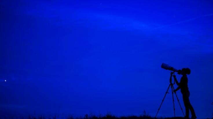 Sternschnuppen verzaubern unter anderem den April 2016. (Foto)
