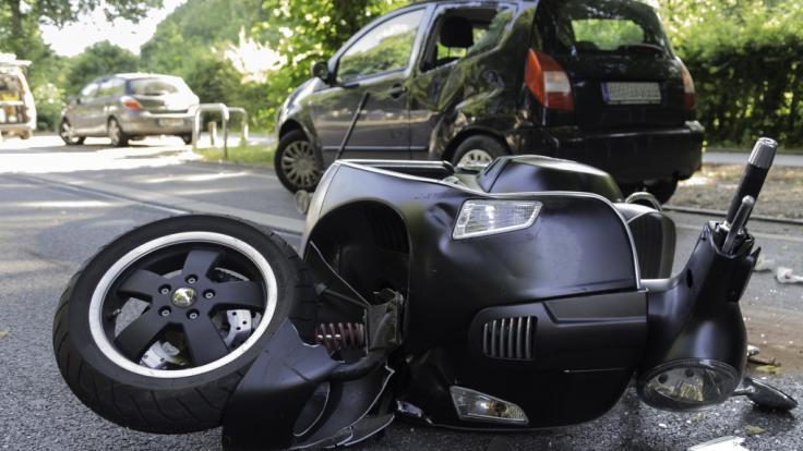 Bei einem Roller-Crash wurde eine Zweijährige lebensgefährlich verletzt. (Foto)