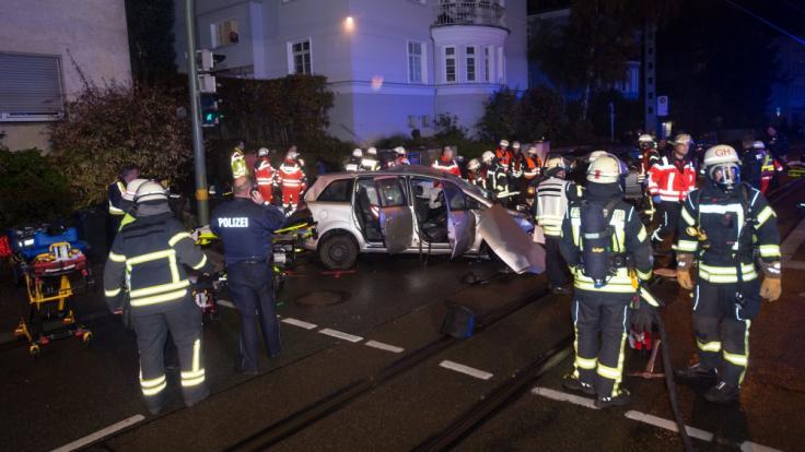 Bei einem tragischen Auto-Unfall in Bielefeld ist ein Jugendlicher ums Leben gekommen. (Foto)