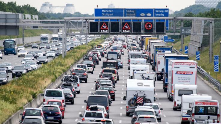 Vorsicht, Stau! Am Wochenende geht dank Ferien-Verkehr auf den Autobahnen nichts mehr. (Foto)