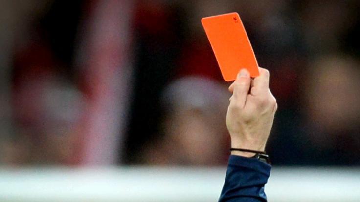 Fußball-Gewalt: Nach der Schiedsrichter-Prügel-Attacke folgen jetzt die Konsequenzen. (Foto)