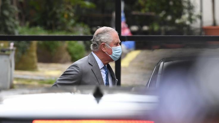 Was hat Prinz Charles mit seinem Vater besprochen, als er ihn am 20. Februar im Krankenhaus besuchte? (Foto)